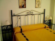 Piso de tres dormitorios, en el centro