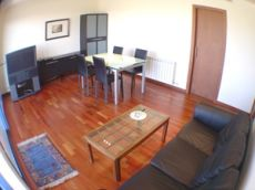 Quinto piso situado en la Pla�a de la Mediterr�nia.