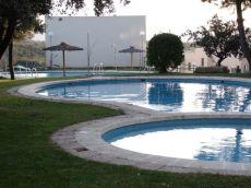 Chalet adosado con piscina, junto lago