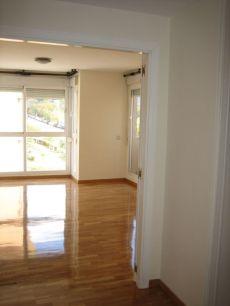 2 dormitorios, garaje y trastero. Muy buen estado.