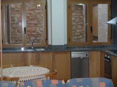 Duplex de dos dormitorios con garaje y muebles
