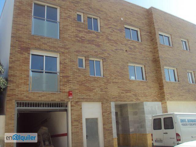Piso 2 habitaciones con patio en Aguadulce sur foto 0