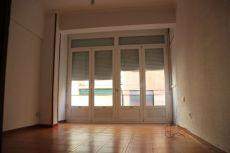 Se alquila piso c�ntrico sin muebles