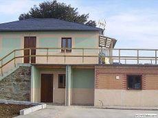 Preciosa casa de piedra con patio
