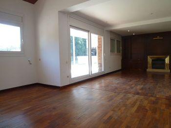 Casa en alquiler de 300 m2 sin amueblar. 4 habitaciones foto 1