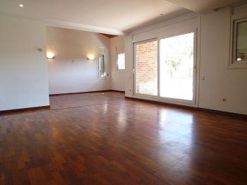 Casa en alquiler de 300 m2 sin amueblar. 4 habitaciones foto 2