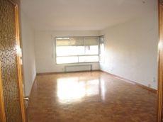 Gran piso sin amueblar en Avenida Tenor Fleta