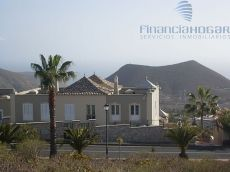 Piso en bonito residencial, vistas al mar. Chayofa