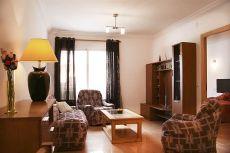 Apartamento con terraza en alquiler todo el a�o