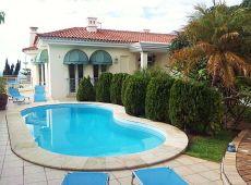 Exclusiva villa de 4 Dorm con piscina y terraza vista al mar