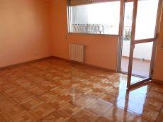 Soleado piso con terraza