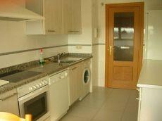Piso de 3 habitaciones, 2 ba�os, sal�n y cocina con garaje