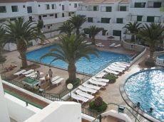Piso 2 hab, residencial con piscina, zona de juego, bar.