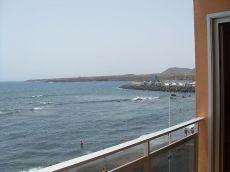 Piso con vistas al mar, en primera l�nea de playa