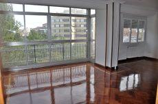 Gran piso, terraza y vistas. 3 dormit sin muebles. Garaje.