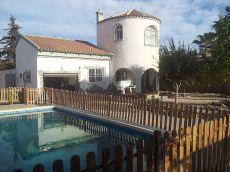 Chalet con piscina, orientaci�n mediod�a Levante,Amueblado