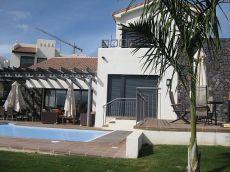 Chalet independiente 3 Dorm con gran terraza y piscina.