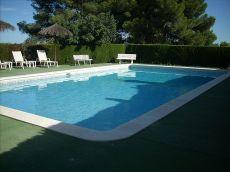 Jard�n, piscina y garaje. 5hab 3 Ba�os.