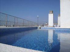 Bajos con 2Hab y terraza 30 m2 con piscina y aacc