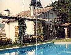 Torre se�orial con jard�n de 2800 m2 y piscina