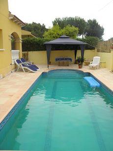 4 hab con jardin, piscina y garaje sin muebles