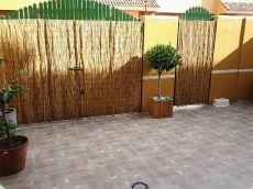 Amplio adosado nuevo con buhardilla, suelos laminados, patio