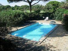 Vistahermosa, amplio chalet amueblado con piscina y jard�n
