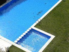 Piso semi nuevo con pk y piscina