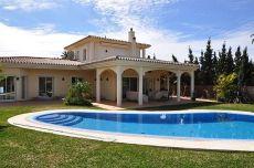 Fantastica villa con dom�tica y piscina climatizada