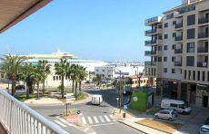 Piso con excelentes vistas al puerto y a un paso del centro.