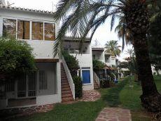 Apartamento en urbanizacion con piscina y zonas ajardinadas.