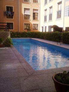 Estudio amplio, a un paso del centro, piscina comunitaria