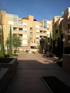 Apartamento sin amueblar con piscina, gimnasio, parking,