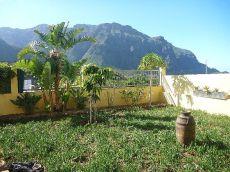 Adosado semiamueblado con jard�n y terraza