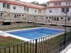 Amplio adosado amueblado, con s�tano, patio,garaje, piscina