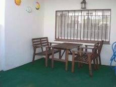 Bonito adosado seminuevo,muebles de dise�o, patio, solarium