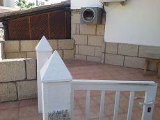 Piso amueblado con terraza. Piscina, jardines. Pto. Col�n