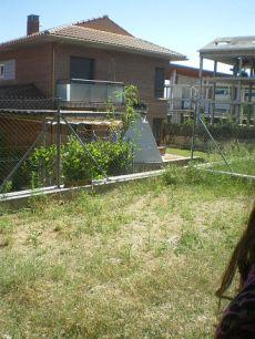 Chalet amplio sin muebles con jardin centrico muy bonito
