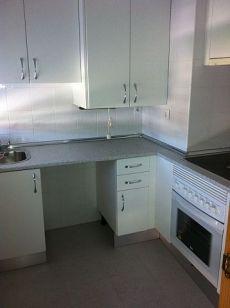 Se alquila piso con cocina independiente en segunda planta