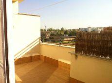 �tico amueblado con plaza de garaje y piscina