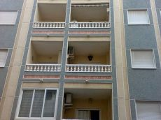 Atico de 2 dormitorios en centro Torrevieja, calle la Loma
