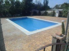 Casa chalet con piscina en alquiler