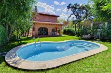 Independiente seminuevo con piscina en Las Matas.