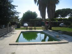 Con jard�n y piscina