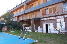 Estupendo adosado, 2 salones, buhardilla, piscina privada.