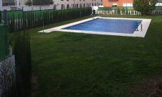 Adosado seminuevo, muy equipado, patio, piscina, garaje