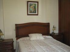 Bertamir�ns, piso 2 dormitorios, muy c�ntrico.