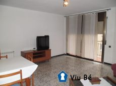 Piso conservado de 4 habitaciones en Pere Parres