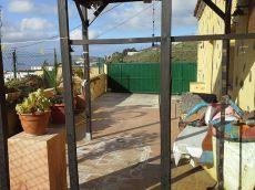 Se alquila casa terrera con huerta, terraza, parking