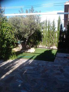Gran adosado sin muebles con tres plantas y 100 mt de jardin